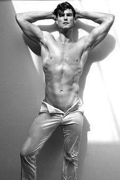 Nathan Voronyak male fitness model