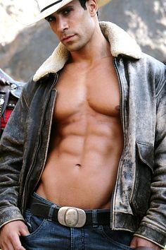 Dror Okavi male fitness model