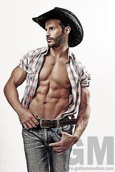 Oscar Corral male fitness model
