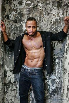 Deon Whitter male fitness model
