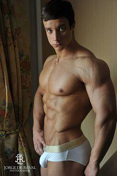 Nikita Romanoff male fitness model
