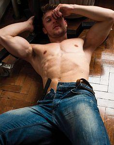 Eduardo Furtado male fitness model