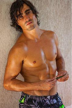 Felipe Izing male fitness model