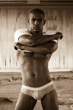 Lucio Flavio male fitness model