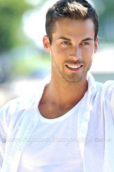 Scott Mutschler male fitness model