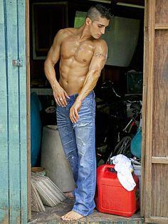 Justin Hosseini male fitness model