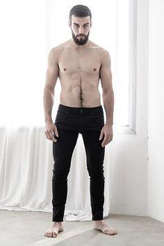 Alejandro Royg male fitness model
