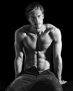 Alex Vyntra male fitness model