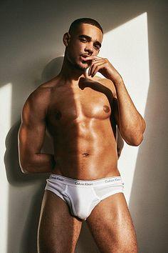Alexis De La Rosa male fitness model