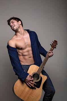 Andrio Frazon male fitness model