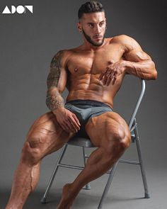 Armand Linuesa male fitness model