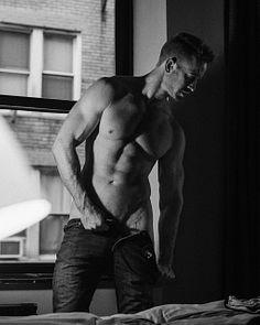 Damian Effler male fitness model