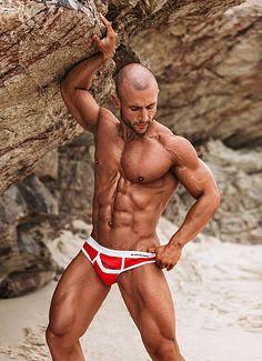 Daniel Cavalcante male fitness model
