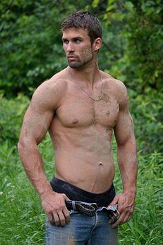 Gabe Ondrey male fitness model