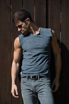Josh Owens male fitness model