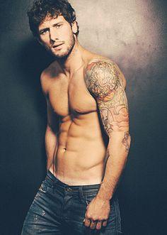 Junior Lazarotti male fitness model