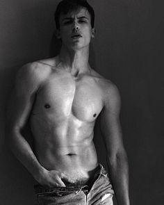 Lucas Rangel male fitness model