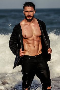 Lucas Viana male fitness model