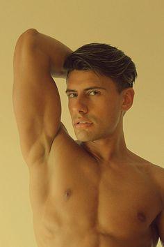 Martín Arriarán male fitness model