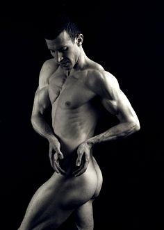 Michaël Häfliger male fitness model