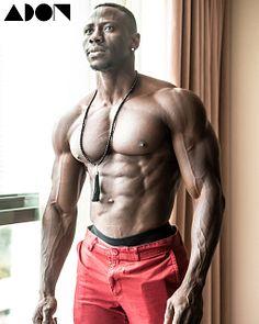 Shaq Toyos male fitness model