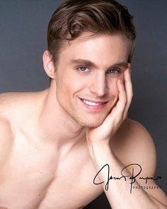 Tyler Lueders male fitness model