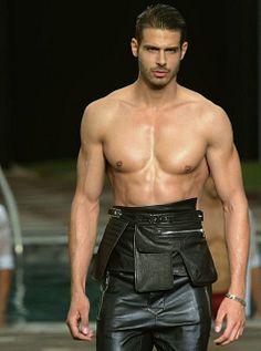 Vasilis Oikonomou male fitness model